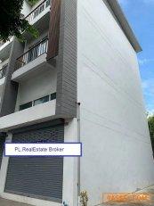 BS711-1ขายอาคารพาณิชย์ 3 ชั้นหลังมุม เนื้อที่ 43 ตรว.ติดถนนนาคนิวาส ใกล้สำนักงานเขตลาดพร้าว