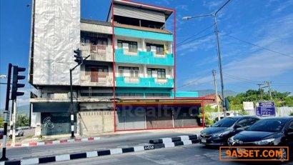 ขายอาคารพาณิชย์สามชั้นครึ่ง 2 คูหา บนถนนโชตนา ใกล้สี่แยกข่วงสิงห์ เชียงใหม่ มีชั้นดาดฟ้า ติดถนนใหญ่