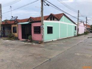 ขายทาว์นเฮาส์  1 ชั้น หลังมุม หมู่บ้านคริสตัล บ้านบึง