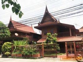 บ้านเดี่ยว ทรงเรือนไทย 2 ชั้น เนื้อที่ 56 ตร.ว.  อ.บางบัวทอง