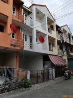 บ้านทาวน์โฮม3ชั้น ปรับปรุงใหม่ ใกล้MRT พื้นที่ใช้สอยสุดคุ้ม