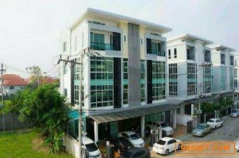 R059-278 ขายHome office ห้องมุม4ชั้น ติดถนนนวลจันทร์ เลียบทางด่วนรามอินทรา   ติดสวนสาธารณะฺโครงการหัวมุม 4 ชั้น 2 ห้อง ตกแต่งสวยพร้อมใช้เป็นออฟฟิศ  เหมาะสมสำหรับสำนักงานและอยู่อาศัย ทำเลดี