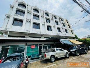 ขายตึกแถว 4.5 ชั้น 2 คูหา ซอยโชคชัย 4 พื้นที่ 20 ตรว 3 ห้องนอน 4 ห้องน้ำ มีที่จอดรถหน้าตึก