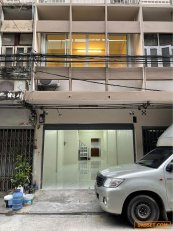 ให้เช่าตึกแถว อาคารพาณิชย์ 3ชั้น มี 4ห้องนอน 3ห้องน้ำ ในซอยจันทน์ 18