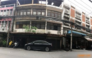 ขายตึก ใกล้รถไฟฟ้า mrt ห้วยขวาง ขายตึก 3 คูหา หลัง ม.หอการค้า