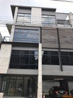 ขายพร้อมผู้เช่า โฮมออฟฟิศ DISTRICT SRIWARA 4 ชั้น 2 ยูนิตคู่ ใจกลางทาวน์อินทาวน์ เหมาะลงทุน