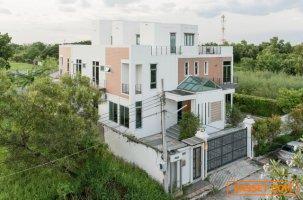 ขาย บ้านเดี่ยว สุดหรู 3 ชั้น หมู่บ้าน สวนหลวงนิเวศน์  ขนาด 193 ตารางวา 965 ตารางเมตร  พร้อมอยู่
