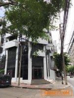 รหัส R658  ให้เช่า อาคารพาณิชย์ 6 ชั้นครึ่ง ริมถนนสุรวงศ์ ห้องมุม