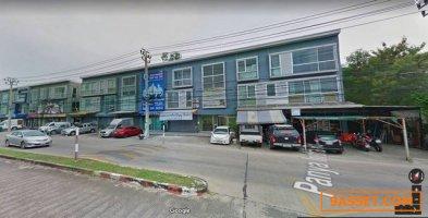 ขาย ถูก อาคารพาณิชย์ 2 คูหา ติดถนนใหญ่ ปัญญาอินทรา หลังมุม 4 ห้อง 3 น้ำ จอดรถได้ 5-6 คัน ตรงข้ามหมู่บ้าน ปัญญาอินทรา P6