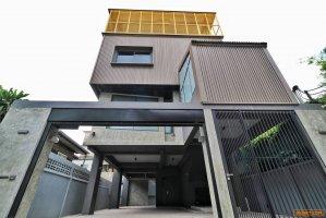 ขายบ้านเดี่ยวใหม่ 4 ชั้น สร้างเอง สภาพใหม่ ไม่เคยเข้าอยู่  บนนถนนเจริญราษฎร์ ซ.เจริญราษฎร์5