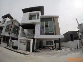 FOR SALE : บ้านหรู 3 ชั้น Nirvana Beyond (Kaset-Nawamin) 61.3ตร.วา บ้านใหม่ ทำเลดีมาก ขายขาดทุน พร้อมของแถม คุ้มมาก ด่วน