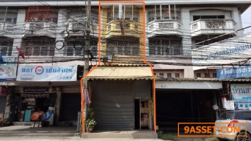 ขายอาคารพาณิชย์  ติดถนนทางเข้า บ้านกล้วย-ไทรน้อย อ.บางบัวทอง นนทบุรี  ขนาด 22.2 ตรว. ใกล้ ตลาดบางใหญ่
