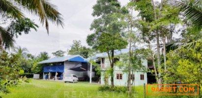 โกดังสินค้าพร้อมบ้านพักตากอากาศ เนื้อที่  11-2-13 ไร่ ถนนหมู่บ้านสระแก้ววิว