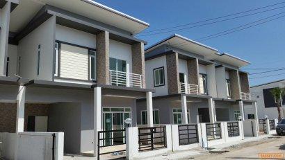 ขายราคาถูก 2.45 ล้านบาท บ้านแฝด 2 ชั้น ขนาดใหญ่ 3 ห้องนอน 3 ห้องน้ำ