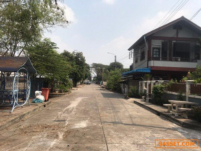 ขายบ้านเดี่ยวพร้อมโรงงาน บรรยากาศดี เงียบสงบ เป็นบ้านหลังสุดซอย ติดคลอง ถนนหน้าบ้านกว้าง