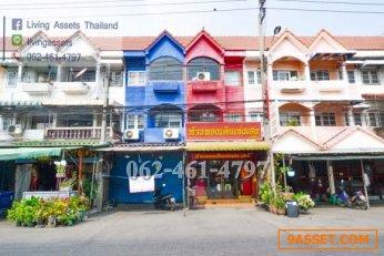 ขายทาวน์เฮาส์ 3 ชั้น หมู่บ้านบัวทองธานี (Buathong Thani) ย่านชุมชน ทำเลดีมาก โซนค้าขาย ถนนหลัก  บางบัวทอง นนทบุรี