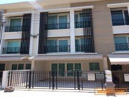 ขายทาวน์โฮมหรู บ้านกลางเมือง พระราม9 พื้นที่ใช้สอย 149 ตารางเมตร
