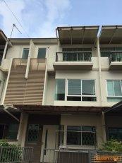 ขายทาวน์โฮม 3 ชั้น (แลนด์แอนด์เฮ้าส์)โครงการบ้านใหม่ พระราม2-พุทธบูชา (โครงการ1)