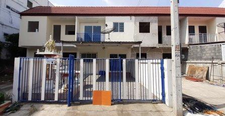 ขายบ้านทาวเฮ้าส์ 2 ชั้น หมู่บ้านเอื้ออารีย์ อำเภอกบินทร์บุรี จังหวัดปราจีนบุรี