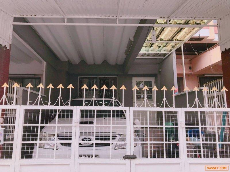 ขายทาวน์โฮม 3 ชั้น หมู่บ้านธนกาญจน์  ถนนรัตนาธิเบศร์ บางใหญ่ นนทบุรี