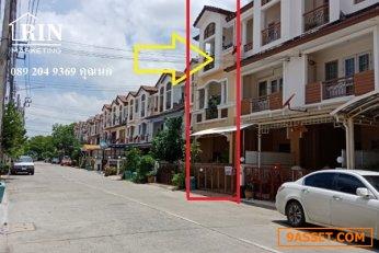 ขายทาวน์เฮ้าส์ ม.เดอะบัลโคนี่โฮม(The Balcony Home) ซ.เฉลิมพระเกียรติ 28 ประเวศ กทม.   นก  Tel. 089 204 9369