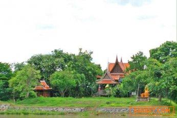 ขายบ้านทรงไทยประยุกต์ติดแม่น้ำน้อย  จว.พระนครศรีอยุธยา ใกล้ที่ว่าการอำเภอบางไทร ติดต่อ คุณตุ้ม 095 4519497