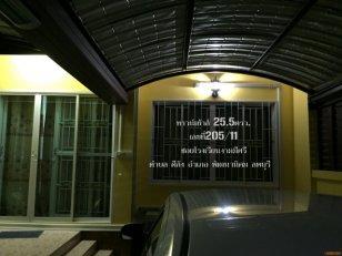 ขายทาวน์เฮ้าส์ 25ตรว.กว้าง6ม. 2ห้องนอน 1ห้องน้ำ 1ห้องรับแขก ถนน3017 เขื่อนป่าสักชลสิทธิ์ ซอยโรงเรียนงามมีศรี  ต.ดีลัง อ.พัฒนานิคม จ.ลพบุรี อยู่ในย่านชุมชน ใก้ลตลาด ใก้ลโรงเรียน ธนาคาร