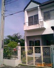 ขายบ้านทาวเฮ้าส์  2  ชั้น หมู่บ้านประชาสุขเรสซิเด้นท์ หลังมุม ซอยประชาอุทิศ60