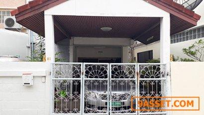 ขาย Town house เนื้อที่ 22 ตร.วา 3 ห้องนอน 2 ห้องน้ำ ซอยรัชดา66 สอบถามราคาโทร 081-6125159
