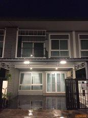 ขายบ้านทาวน์โฮม 2ชั้น พร้อมผู้เช่า ใกล้สถานีรถไฟความเร็วสูงศรีราชา ชลบุรี