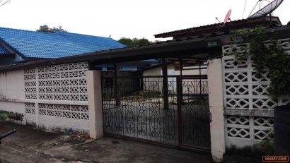 ขายบ้านพร้อมที่ดิน  ติดโรงเรียนนนทบุรีพิทยาคม(โรงเรียนมัธยม) จังหวัดนนทบุรี
