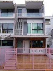 ทาว์นโฮม แถว พุทธบูชา 36 โครงการ บ้านใหม่ 2 อยู่หัวมุมโซนหน้าวิวสระน้ำ&สนาม อากาศดีเงียบสงบ