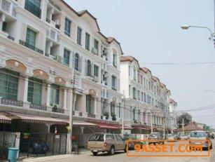 ทาวน์โฮม/โฮมออฟฟิศ บ้านกลางเมือง พระราม 9 ลาดพร้าว 32 ตารางวา ทำเลติดถนนเลียบทางด่วนเอกมัย รามอินทรา