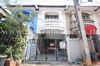 หมู่บ้าน นริศา ทาวน์เฮ้าส์ 2 ชั้น 16 ตร.ว ถนนบ้านกล้วย-ไทรน้อย / บางบัวทอง
