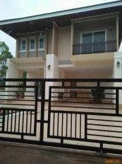บ้านเดี่ยว2ชั้นพร้อมอยู่ 66ตารางวา มีเหล็กดัดมุ้งลวดผ้าม่านเรียบร้อย โทร 0896434519