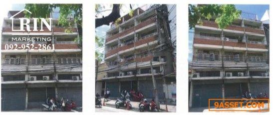 R072-165 ขายอาคารพาณิชย์/ตึกแถว 4 ชั้น พร้อมชั้นลอยและดาดฟ้า จำนวน 3 คูหา พร้อมพื้นที่จอดรถ 7 คัน ด้านหลังตึก
