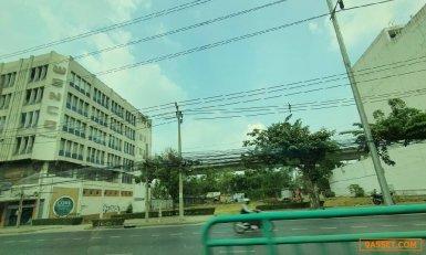 ให้เช่าที่ดินเปล่าถมแล้ว 405 ตารางวา ติดถนนเพชรบุรีตัดใหม่  สามารถเช่าระยะยาวได้ ใกล้ MRT  รายละเอียด  เนื้อที่  405 ตารางวา  หน้ากว้าง ติดถนน  45  เมตร  x  ความลึก 36  เมตร ใกล้  RCA, ใกล้พร้อมพงศ์, ใกล้รพ.กรุงเทพ,ใกล้ MRTเพชรบุรี