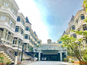 RENT Asok-Phrom Phong Townhouse for rent Sukhumvit soi 31 500 sqm., 4 storeys fully furnished 4 bedrooms 4 bathrooms 1 maidroom 4 car parking renovate