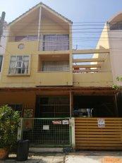 ขายทาวน์เฮาส์ 3 ชั้น หมู่บ้านลูกกอล์ฟ พรีเมี่ยม ใกล้เมืองทองธานี ปากเกร็ด นนทบุรี