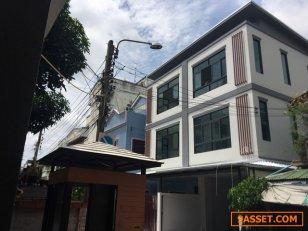 AH072 ขายบ้านแฝดสร้างหม่ 300 ตรม. ประชาอุทิศ 13 เพียง 1 กม. จาก MRT ห้วยขวาง