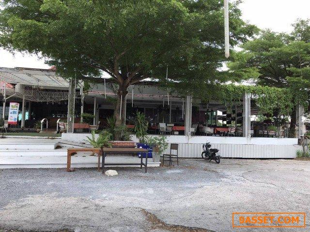 เซ้งด่วน กิจการร้านอาหารติดถนนราชพฤกษ์ บนที่ดินไร่ครึ่ง พร้อมอุปกรณ์ จอดรถกว่า 60 คัน
