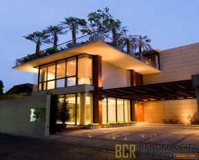 Ultra Luxury 4 Bedroom Private Pool House in Sukhumvit 26 for Rent