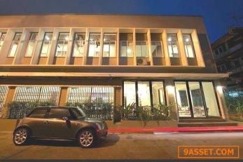 ให้เช่าอาคารพานิชย์ 9 คูหา 2 ชั้น เขตพระนคร ซ.สามเสน 6 ใกล้ถนนพระสุเมร  100  ตรว เหมาะทำเป็นที่พัก หรือ Hostel หรือ โรงแรมขนาดเล็ก มี 24 ห้อง  พื้นที่ใช้สอยประมาณ   800  ตรม หน้ากว้าง 31.5 เมตร  พร้อมเครื่องปรับอากาศทุกห้อง  ตกแต่งสวยงาม ห้องครัว ส่วนพื้น
