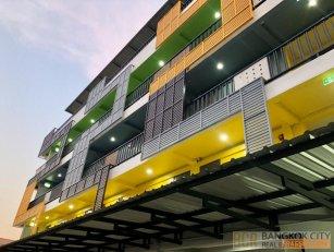 Modern Design 27 Room Hotel in Ramintra Soi 19 for Sale