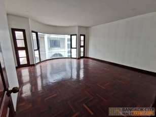 Newly Renovated Pet Friendly 5 Bedroom Townhouse in Thonglor for Rent