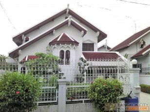 Spacious Detached House in Srinakarin for Rent - HOT PRICE