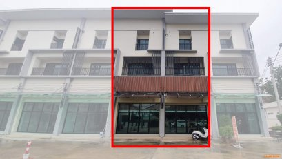 ขาย อาคารพาณิชย์ 3 ชั้น พร้อมชั้นลอย 2 คูหา (ตีทะลุ) เนื้อที่รวม 40 ตรว.  อยู่ในโครงการ หมู่บ้านถาวรวิลล่า - ติด ถนนลำลูกกา (กม. 7.5 คลอง 3) อยู่แนวรถไฟฟ้าสีเขียวเข้ม - ใกล้ห้าง โรงพยาบาล โรงเรียน