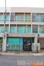 Noble Cube Pattanakarn 3 Storey Office Townhouse for Sale