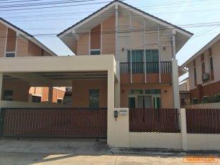 ให้เช่า บ้านแฝดลอร่า พร้อมอยู่ หมู่บ้านพาโนวิว เก้ากิโล-เขาน้ำซับ ราคา 15,000 บาทต่อเดือนเท่านั้น