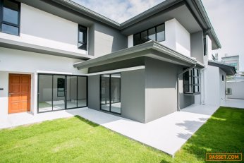 Huge Discount Brand New 4 Bedroom Detached House at Private Nirvana for Sale